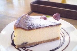 ラムレーズンのベイクド・チーズケーキ 500円